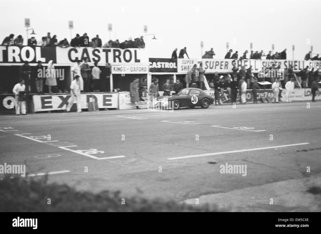 Nummer 31 Gruben während der Autosport 3 Stunden Ausdauer-Rennen in Snetterton. 29. September 1962 Stockbild