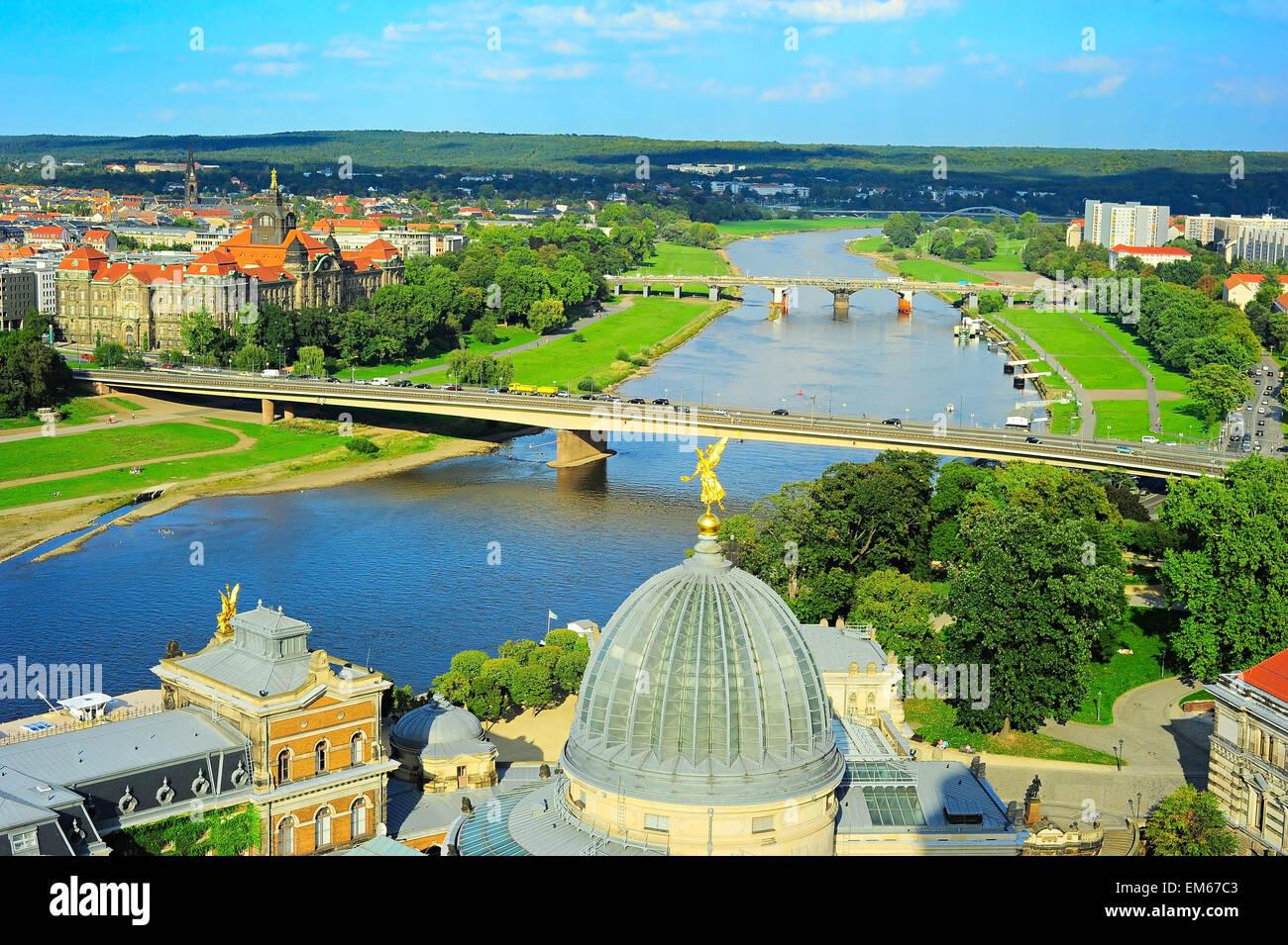 Luftbild an Elbe von Frauenkirche. Dresden, Deutschland Stockbild