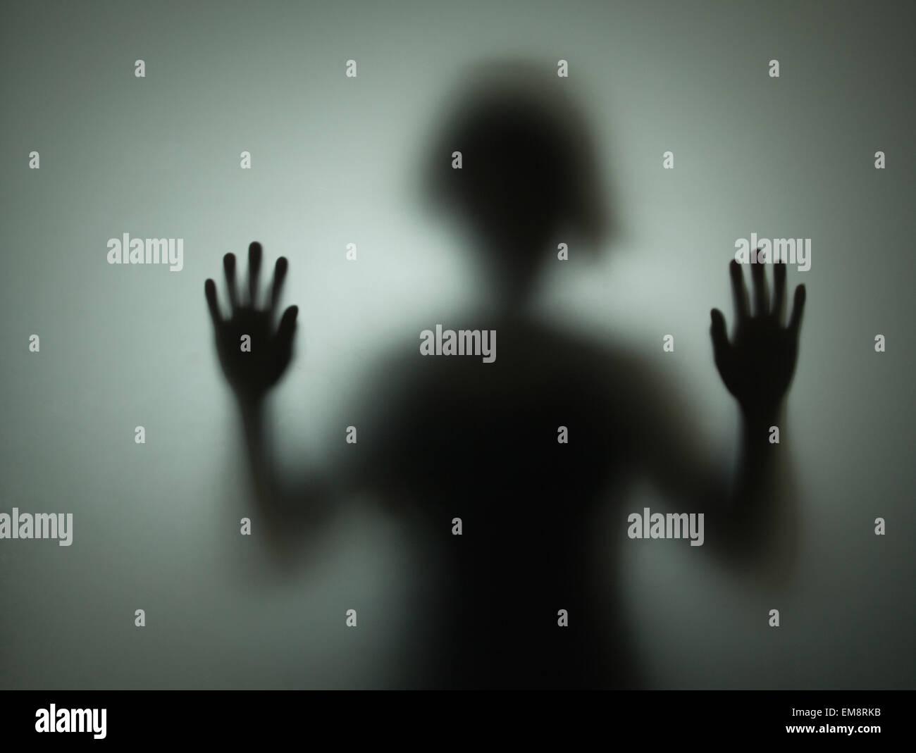 Silhouette der Person hinter Glas Stockfoto, Bild: 81328783 - Alamy