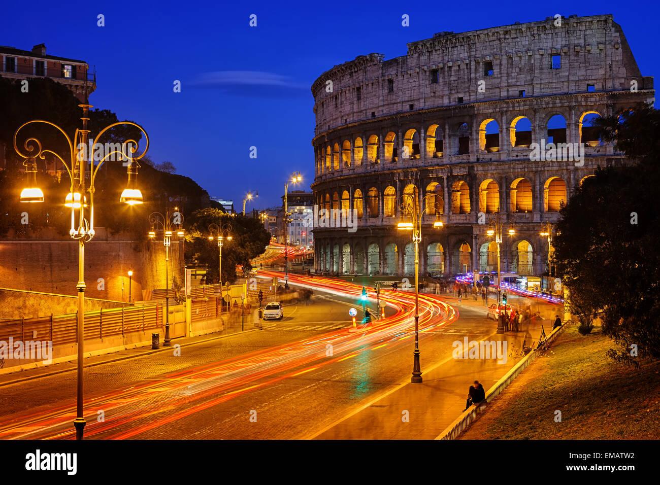 Kolosseum bei Nacht Stockbild