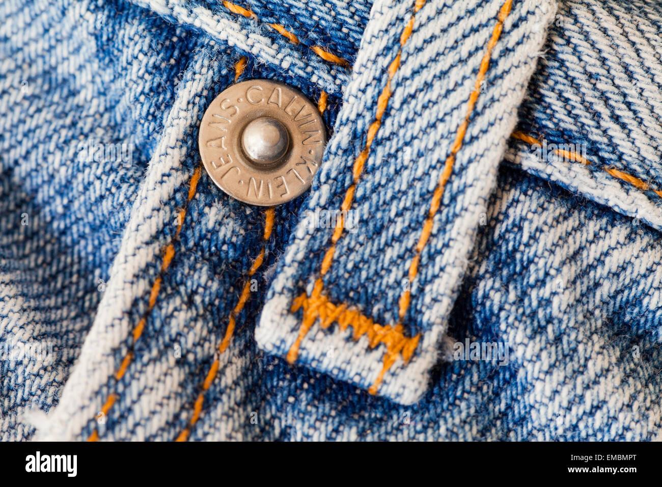 Gürtelschlaufe und Niet auf Calvin Klein Bluejeans Stockbild