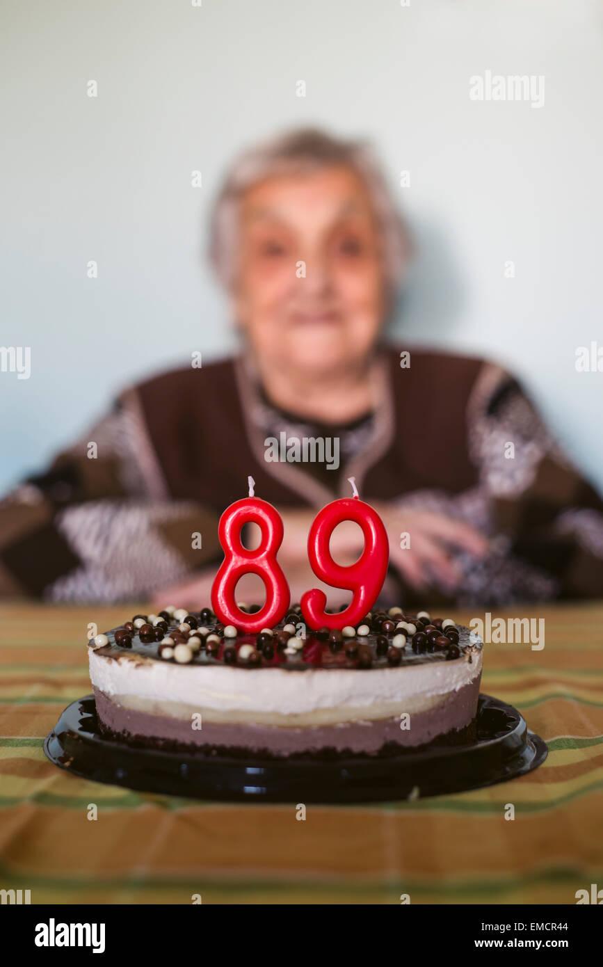 Alte Frau Feiert Den 89 Geburtstag Stockfoto Bild 81416164 Alamy