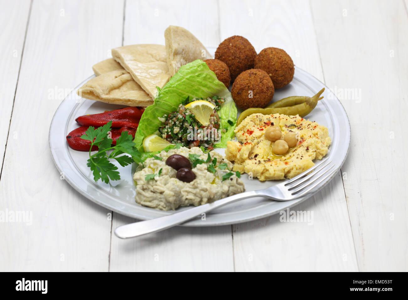 Hummus, Falafel, Baba Ghanoush, taboulé und Pita, orientalische Küche Stockbild