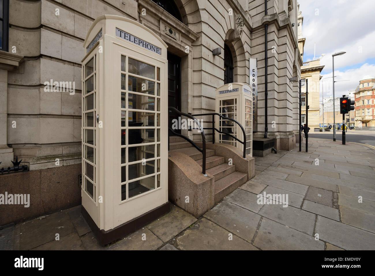 Kingston nach Rumpf weiß Telefonzellen Stockbild