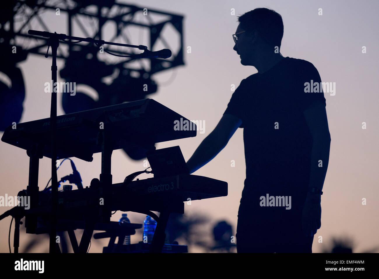Indio, Kalifornien, USA. 18. April 2015. Musiker GUS UNGER-HAMILTON von Alt-J tritt während der drei Tage des Stockbild