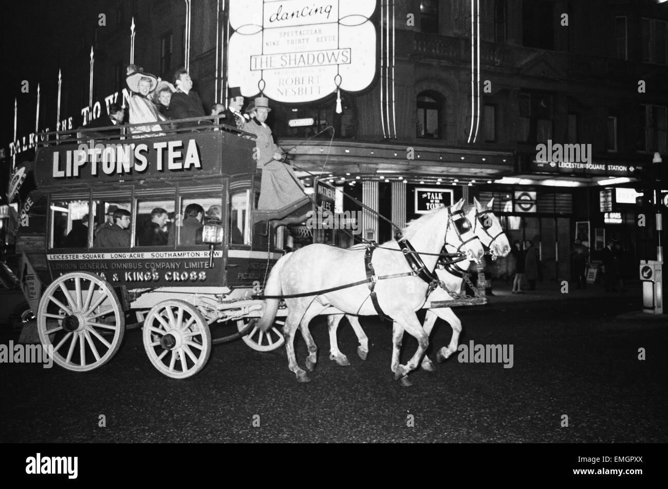Eines Der Alten London General Omnibus Company Zwei Pferdestärken
