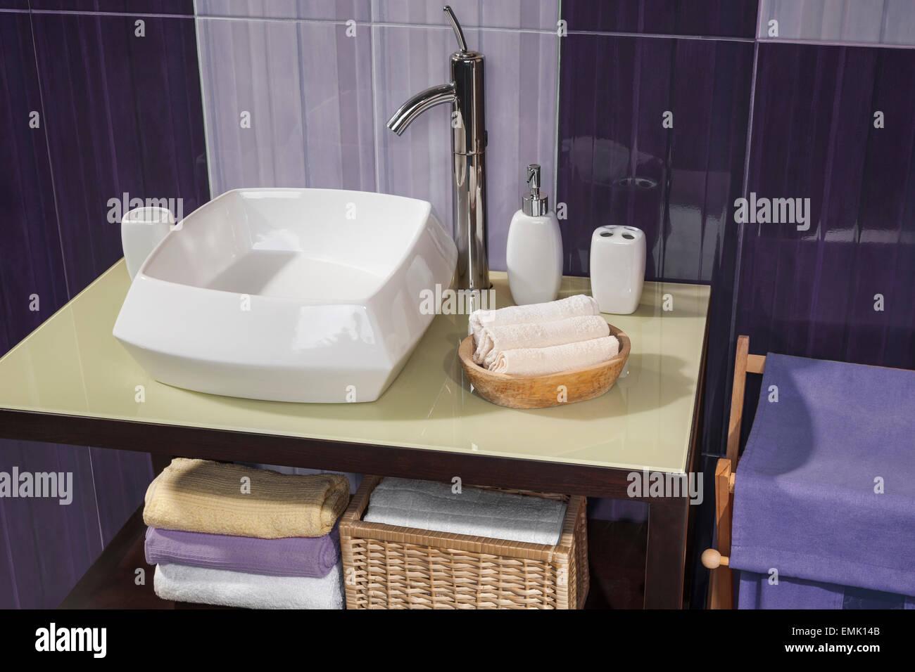 Großartig Bad Waschbecken Foto Von Detail Der Ein Modernes Mit Und Zubehör,
