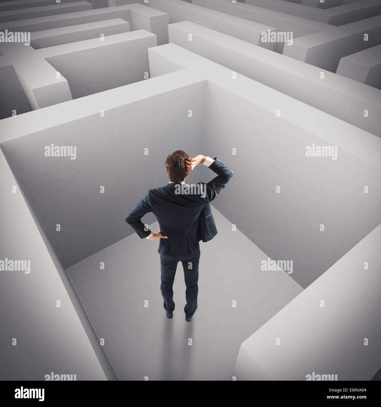 Geschäftsmann in einem Labyrinth verloren Stockbild
