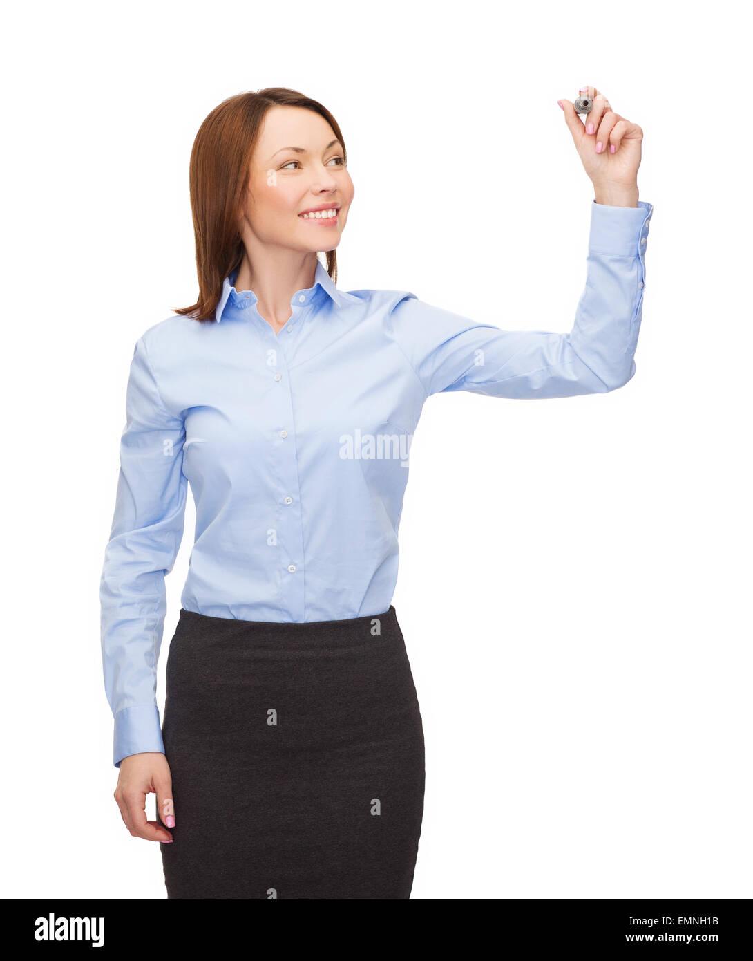 Geschäftsfrau, die etwas in der Luft zu schreiben, mit Markierung Stockfoto