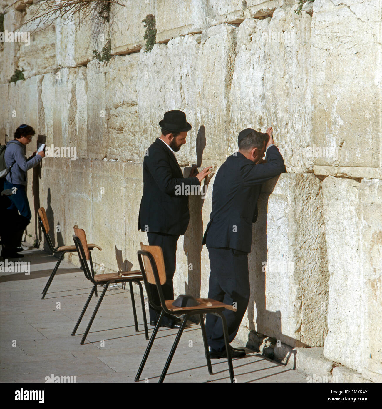 Orthodoxen Und Juden eine der Klagemauer in Jerusalem, Israel Ende 1970er Jahre. Juden an der Klagemauer von Jerusalem, Stockbild