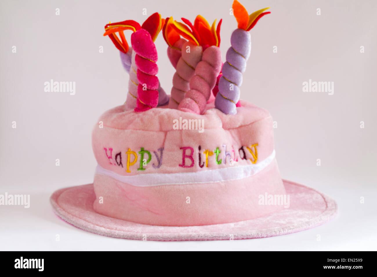Happy Birthday Neuheit Hut Mit Kerzen An Der Spitze Isoliert Auf Weissem Hintergrund Stockbild