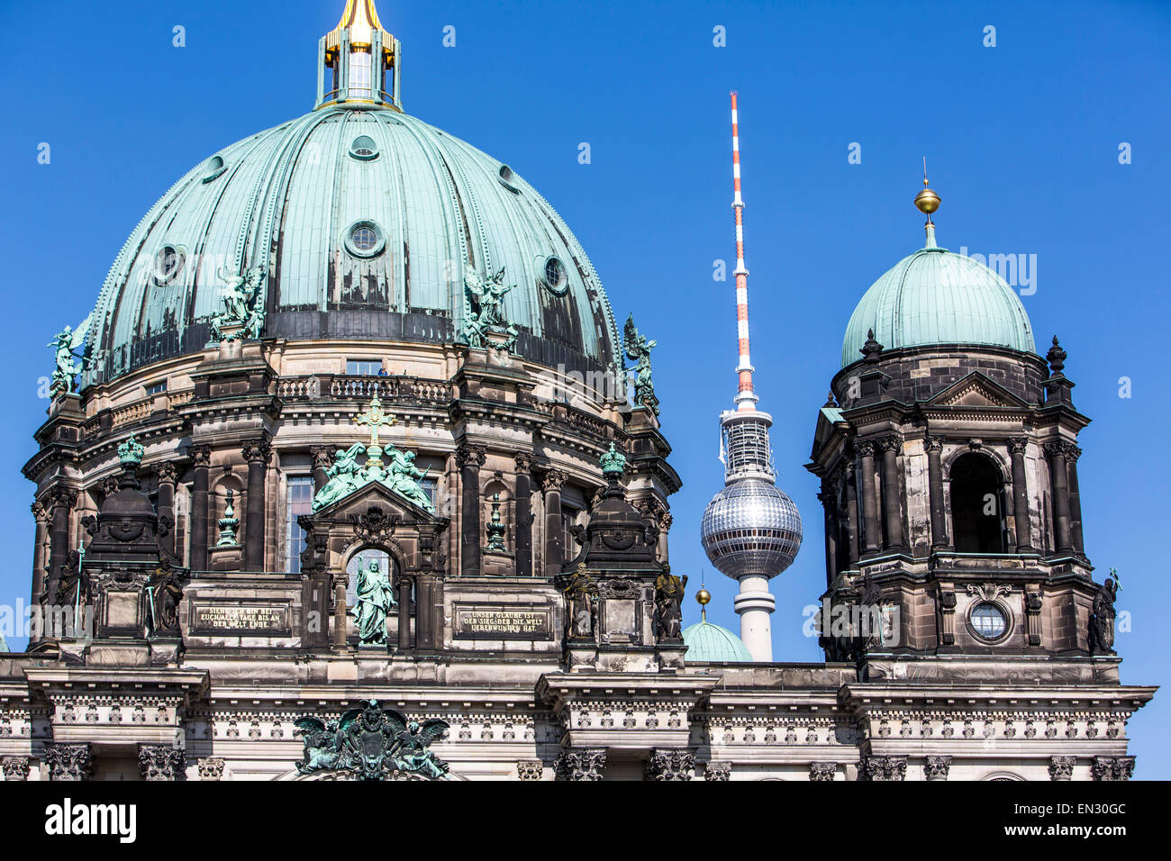 Berliner Dom, Kathedrale, Ost-Berliner Fernsehturm, Deutschland, Stockbild