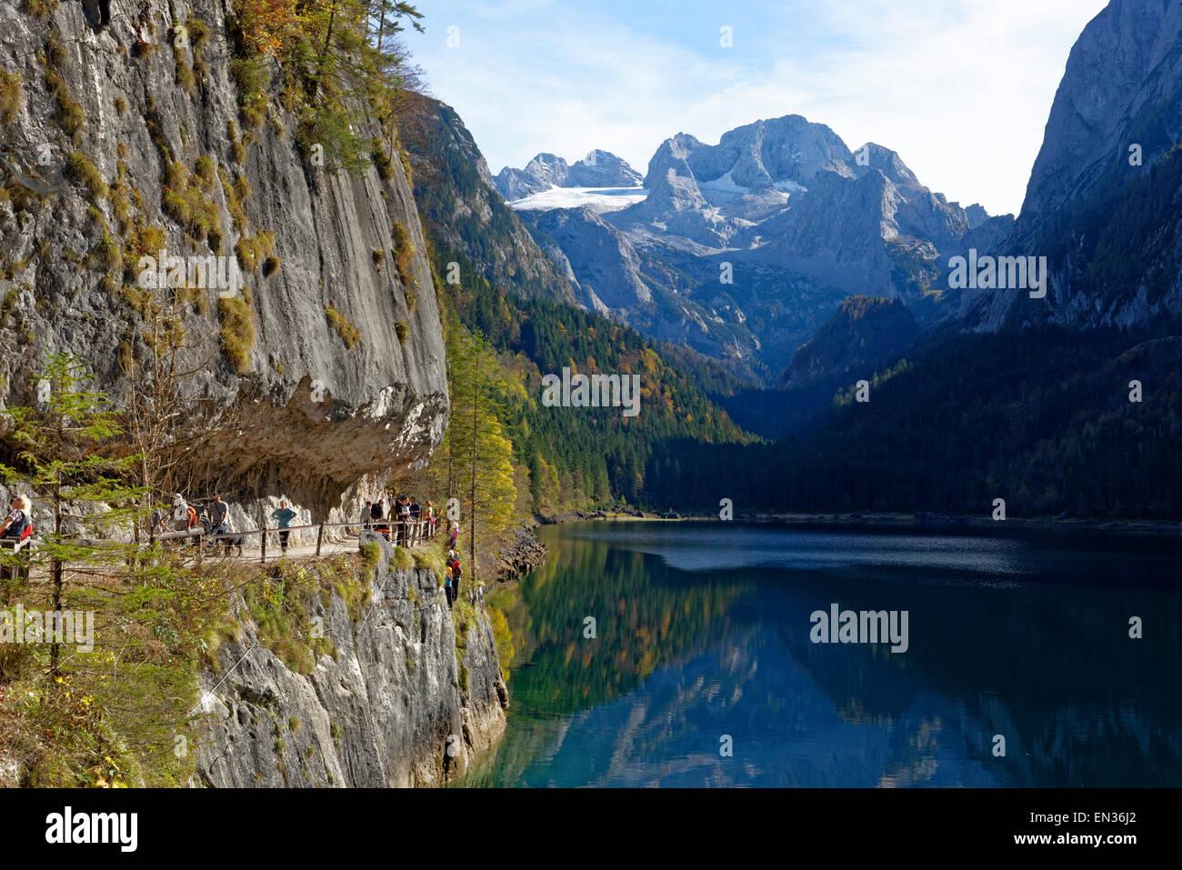 Klettersteig Oberösterreich : Vorderer gosausee see mit klettersteig dachstein hinter