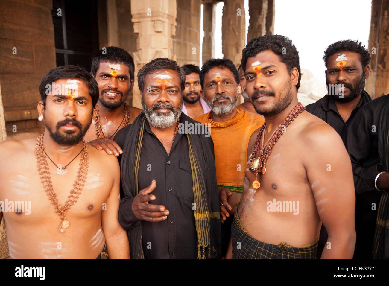 Indische Pilger, Hampi, Karnataka, Indien Stockbild