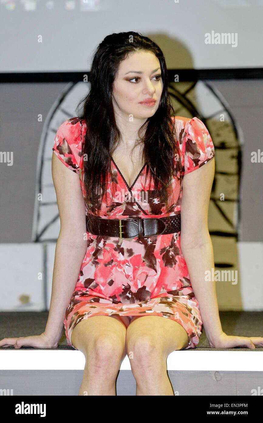 """Schauspielerin, Sänger und Sprecher von Antibullying, Meredith O'Connor und """"Das Lächeln des Stockbild"""