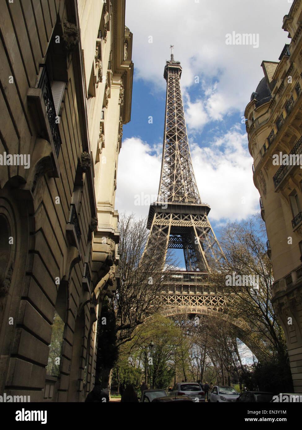 Paris Frankreich 5 April 2015 Der Berühmte Eiffelturm Steht Hoch