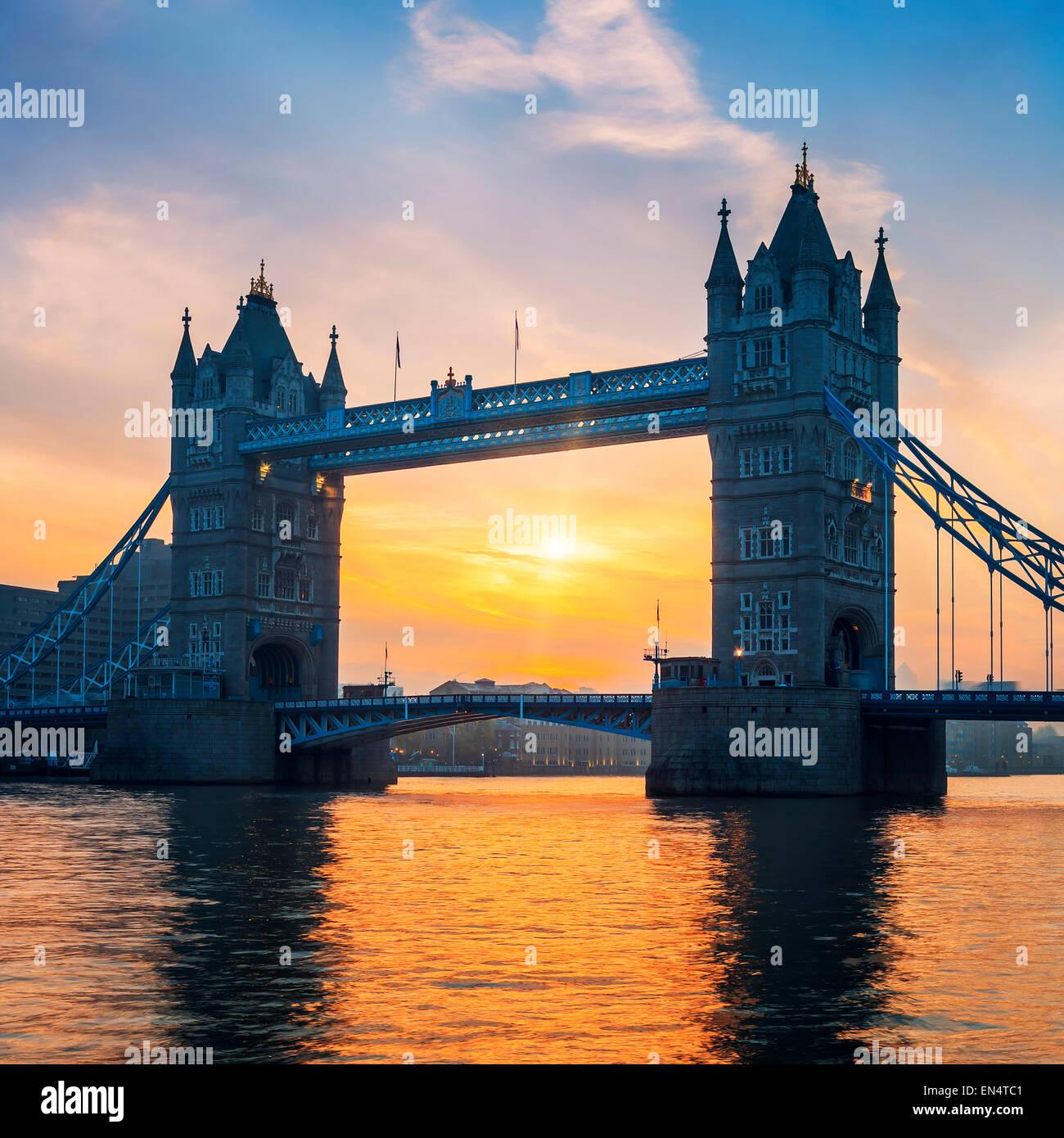 Tower Bridge bei Sonnenaufgang, London. Stockbild