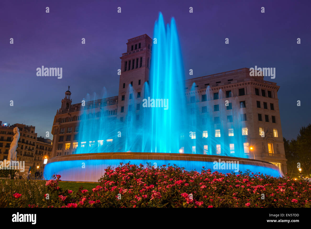 Licht-Show am neuen Brunnen Plaza Catalunya, Barcelona, Katalonien, Spanien Stockbild