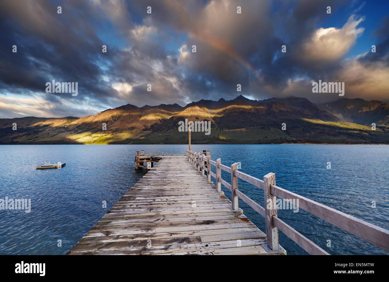 Hölzerne Pier, Wakatipu See, Glenorchy, Neuseeland Stockbild