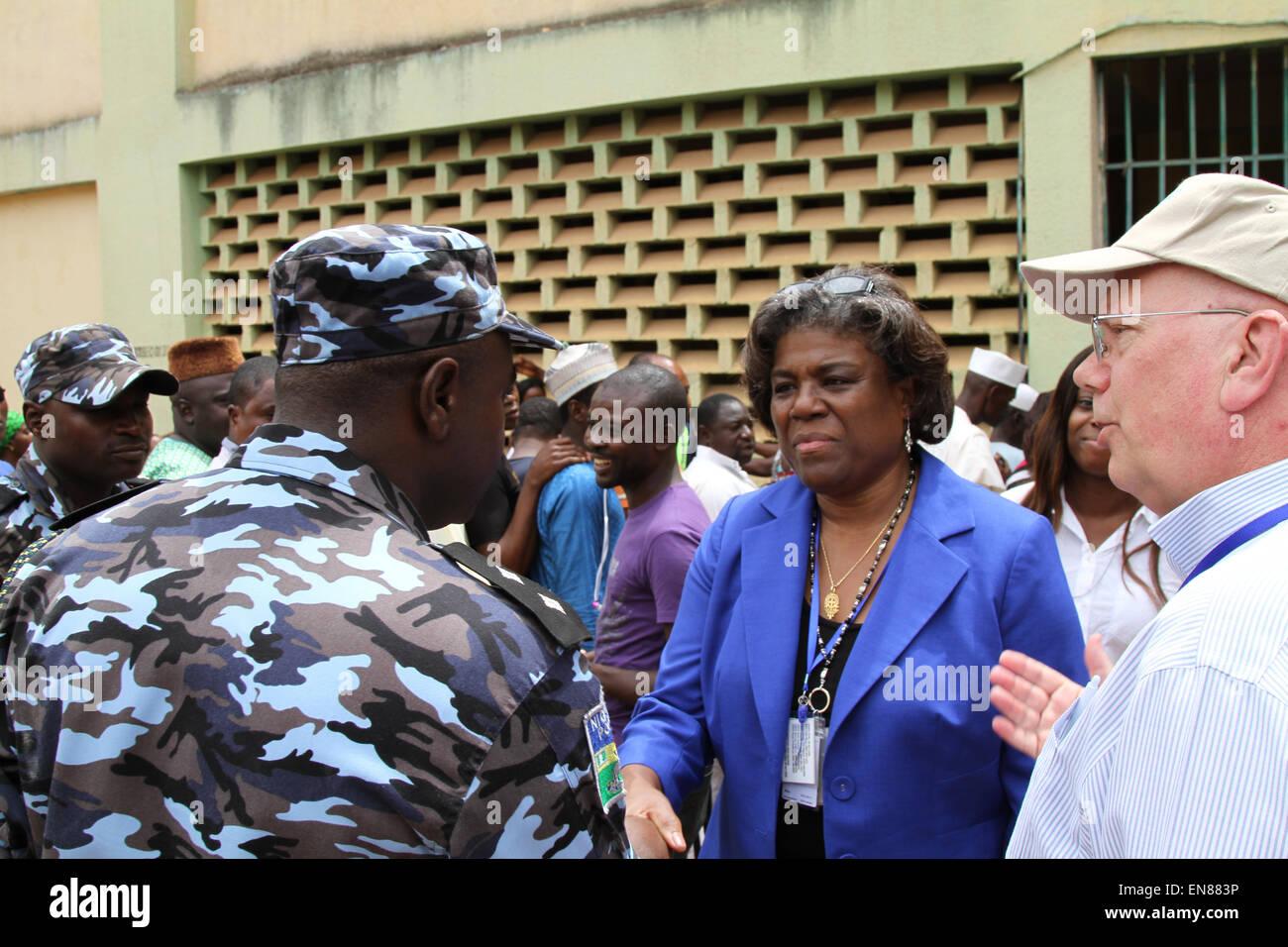 US-Botschafter in Nigeria James Entwistle führt Assistant Secretary Of State für afrikanische Angelegenheiten Stockbild