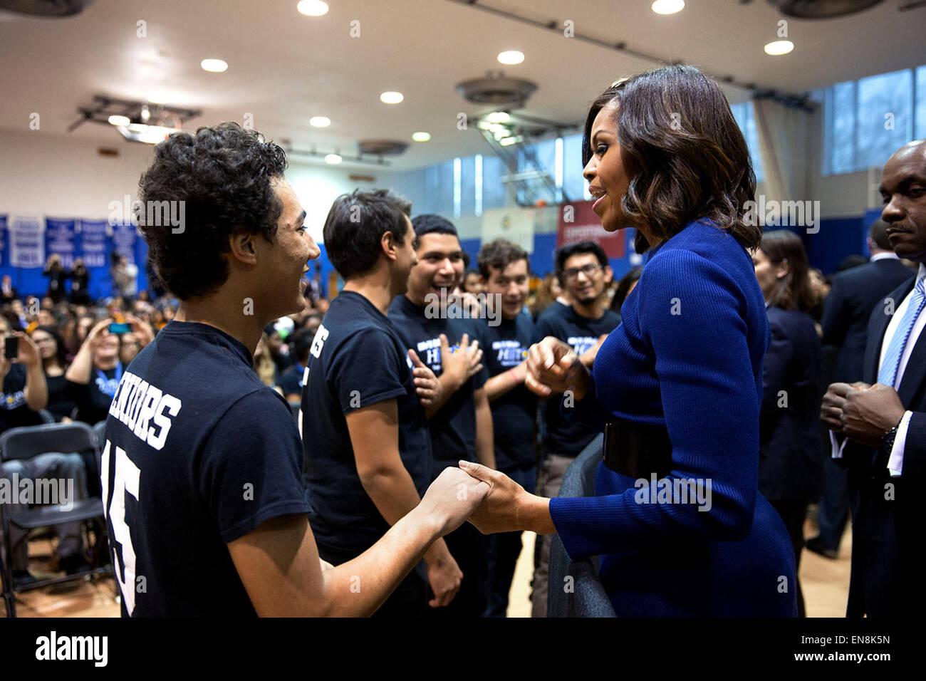 First Lady Michelle Obama Gespräche mit Studenten während einer Hochschule Anwendung Kundgebung in Capital Stockbild
