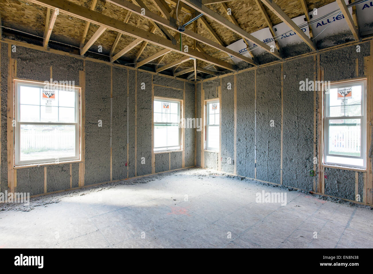 Innenrahmen Wände mit geblasen in Isolierung, Bau von Craftsman-Stil Wohnhaus in Colorado, USA Stockbild
