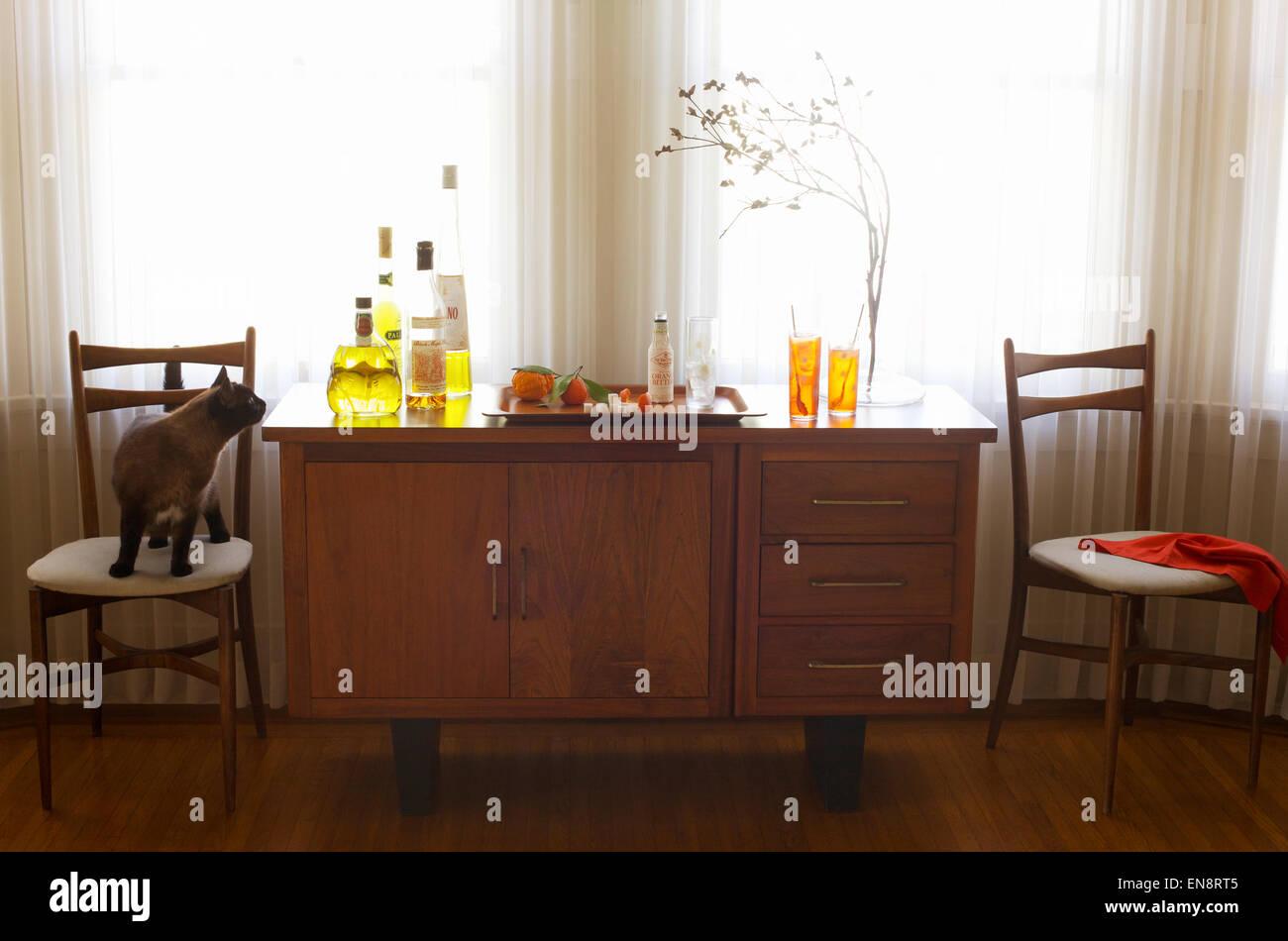 Cocktail Cabinet Stockfotos & Cocktail Cabinet Bilder - Alamy