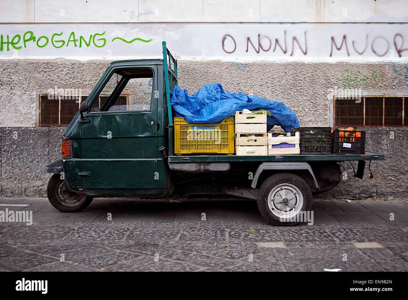 Drei r dern italienischen lieferwagen mit obst und gem se - Obst und gemuseplatte fur kindergarten ...