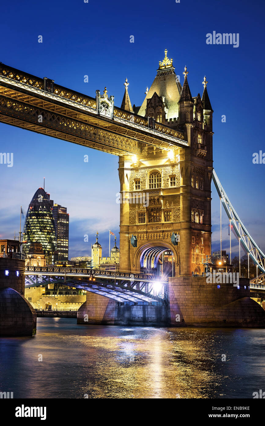 Berühmte Tower Bridge von London, England Nacht Stockbild