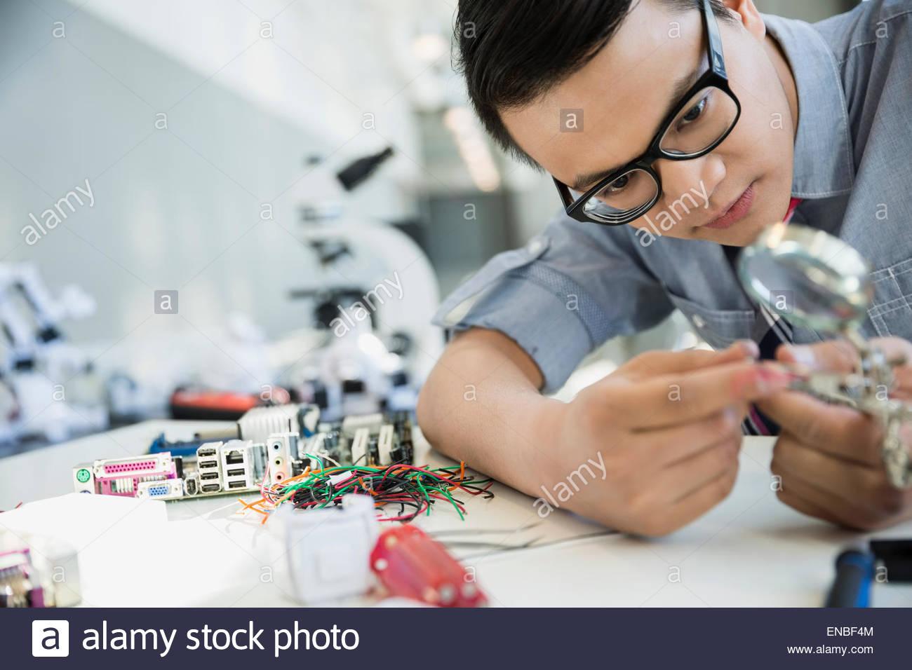 Ingenieur, Prüfung und Montagetechnik Stockbild