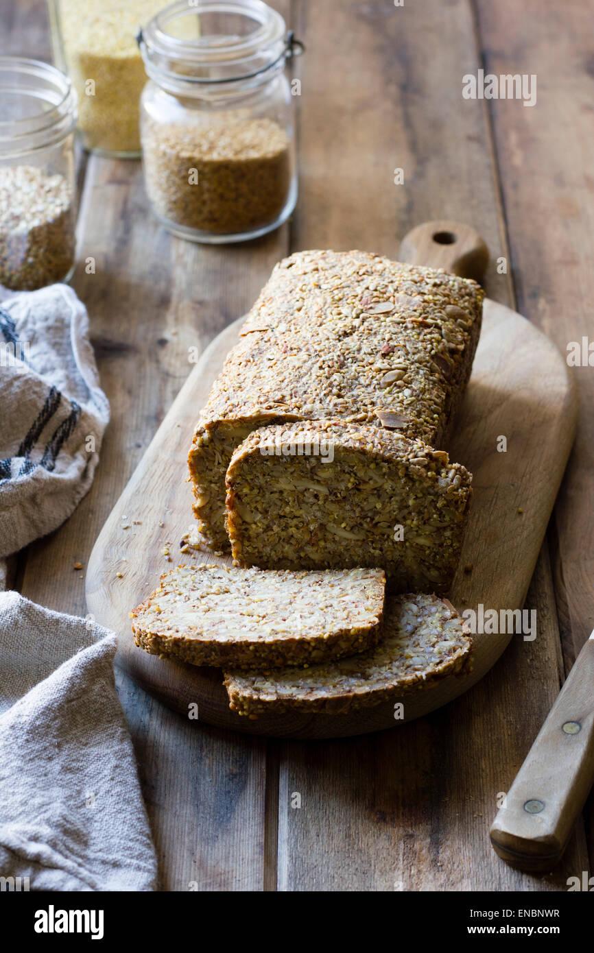 Eine glutenfreie Vegan Nuss und Seed Brot Stockbild