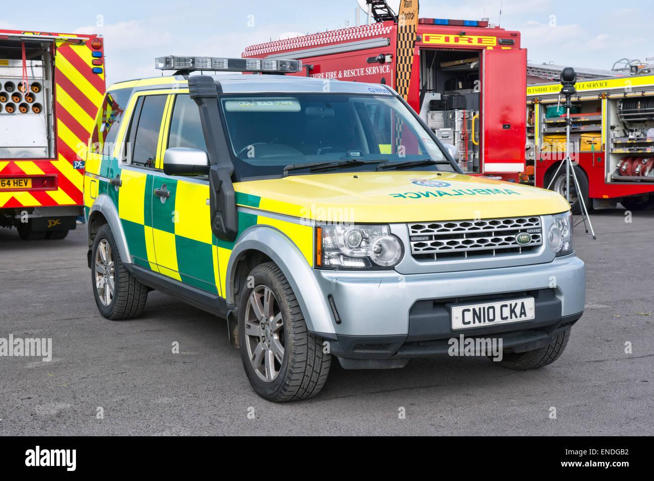 Rettungssanitäter Wiltshire NHS Vertrauen Landrover Krankenwagen Stockbild