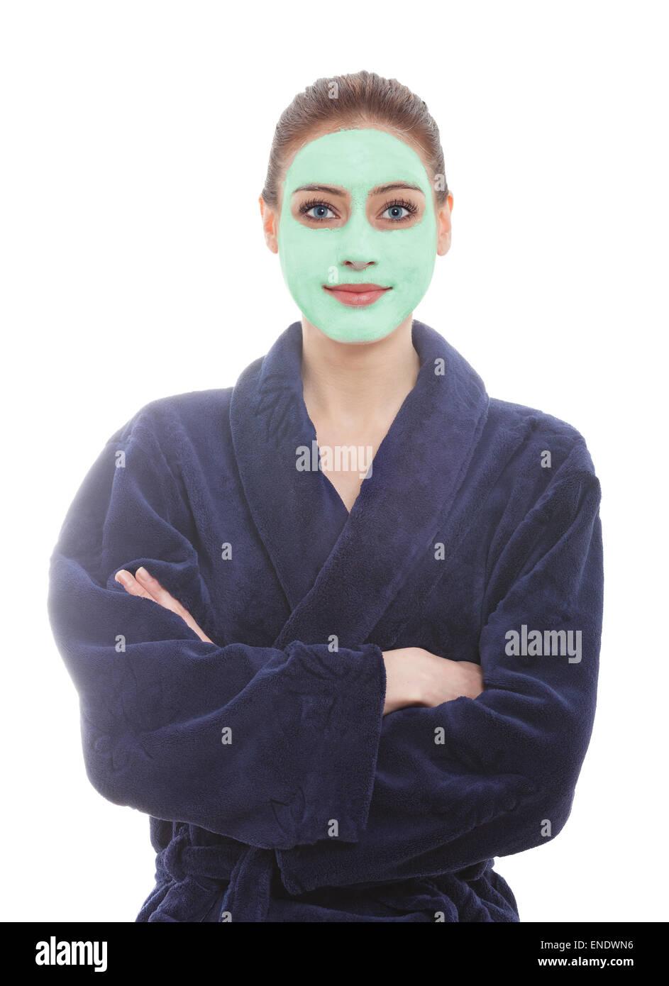 Junge Frau trägt Morgenmantel mit Gesichts-Maske, Spa und Beauty-Konzept. Stockbild
