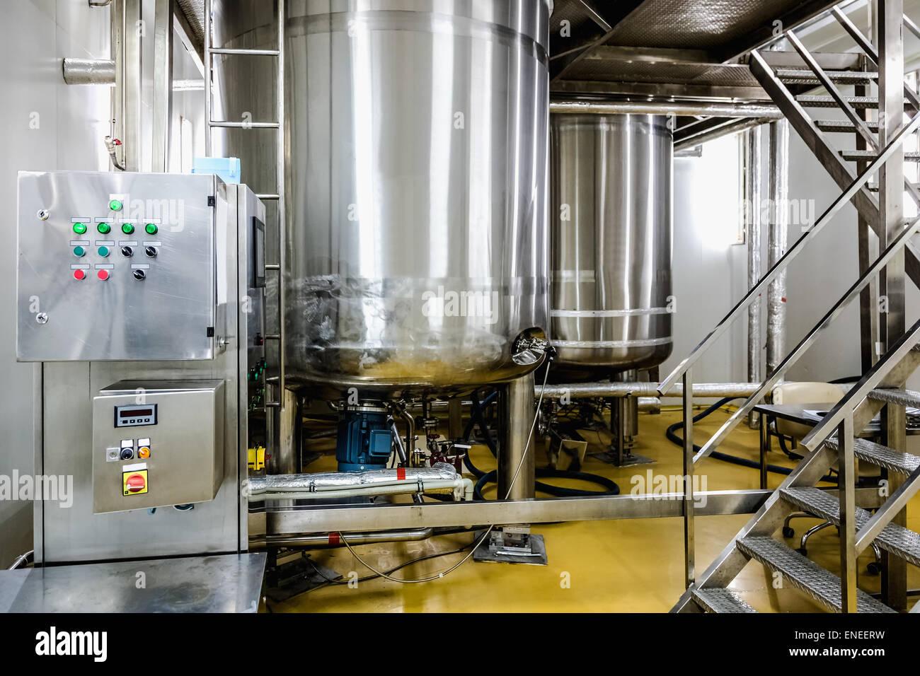 distillation water stockfotos distillation water bilder alamy. Black Bedroom Furniture Sets. Home Design Ideas