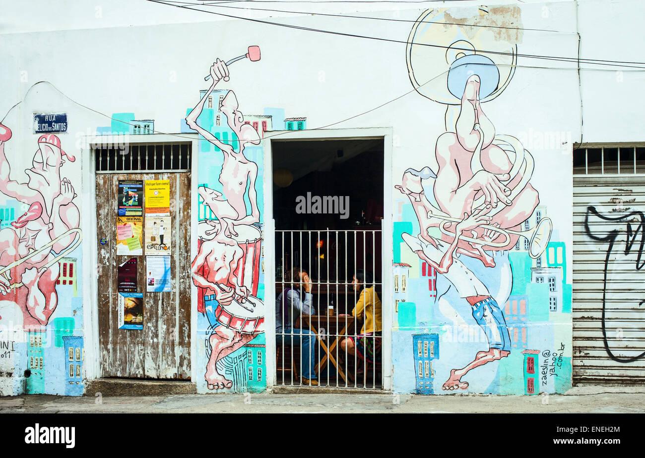 Brasilien, Rio De Janeiro, Menschen in einer Bar von den alten Santa Teresa-Assistenten Stockfoto