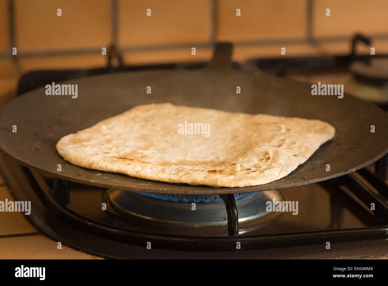 Große Pfanne Für Gasgrill : Roti prata kochen auf heißen bügeleisen bratpfanne pfanne grill