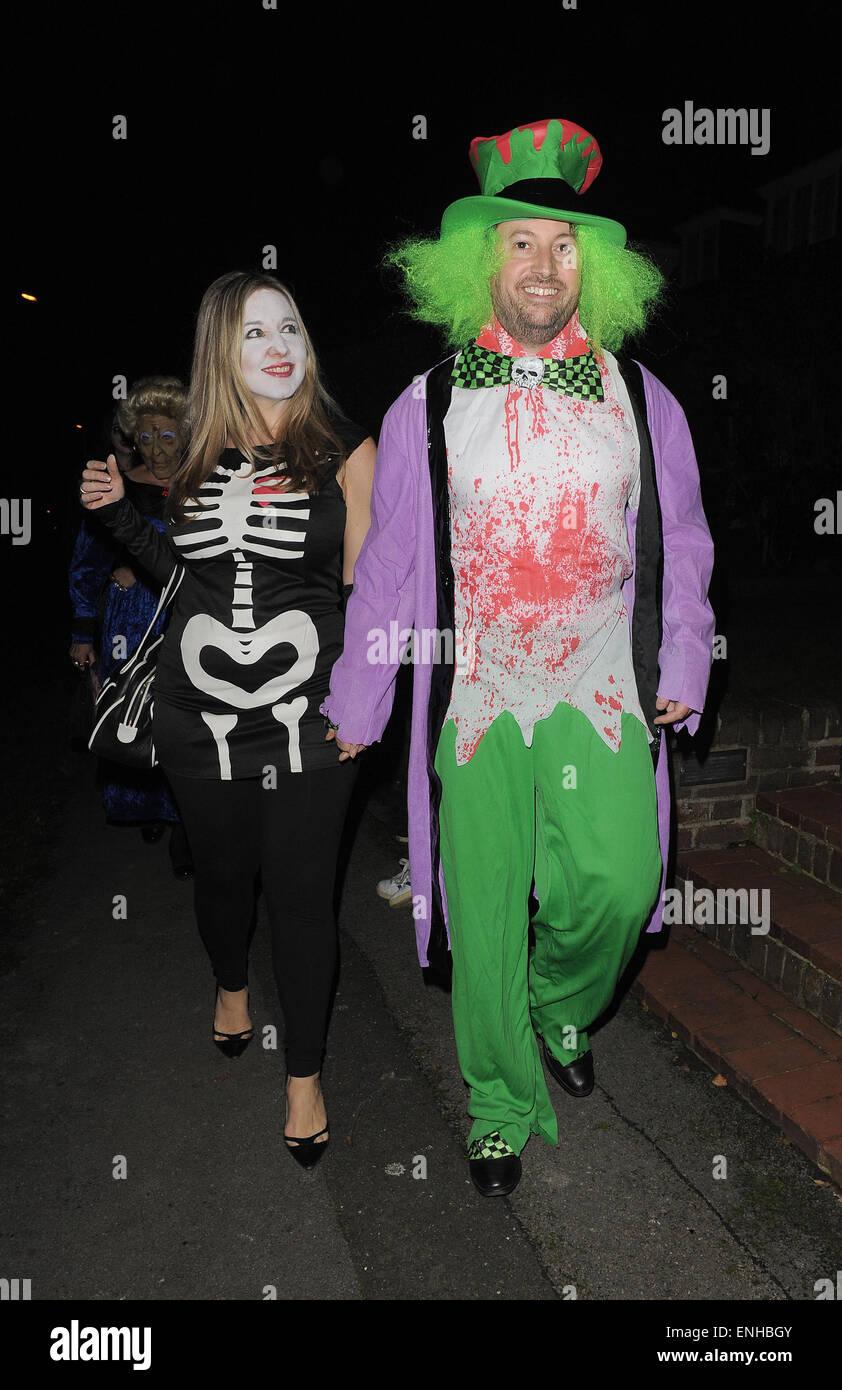 Jonathan Ross\' Halloween-Party - Ankünfte. David Mitchell besucht ...