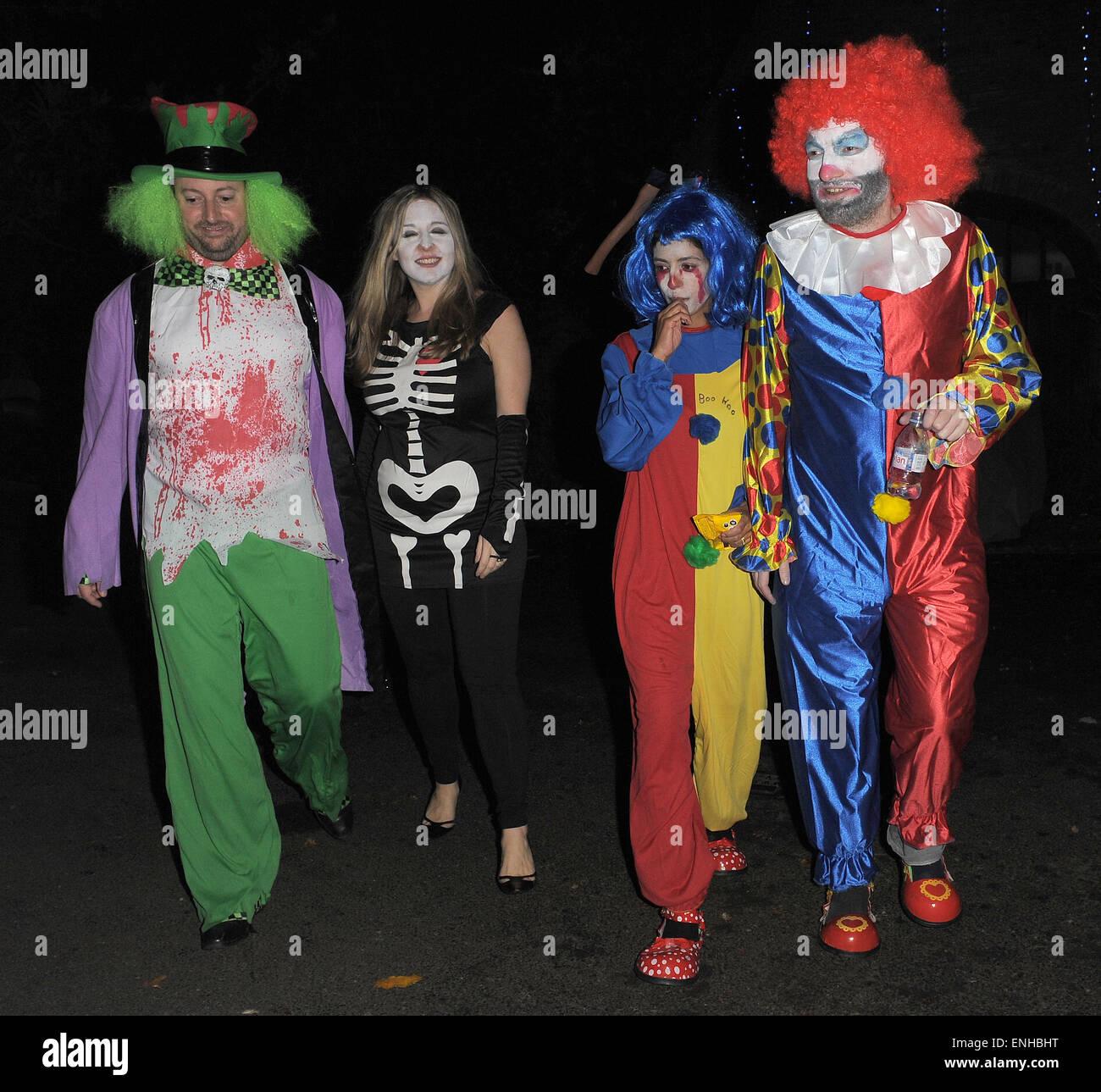 Jonathan Ross\' Halloween-Party - Ankünfte. David Mitchell verkleidet ...