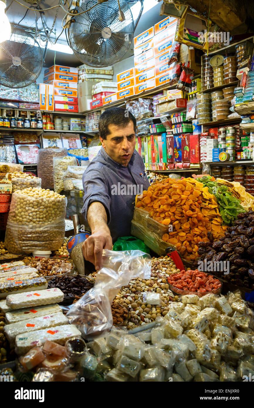 Shoppen Sie in den arabischen Souk, Markthalle, im muslimischen Viertel der Altstadt, Jerusalem, Israel, Nahost Stockbild