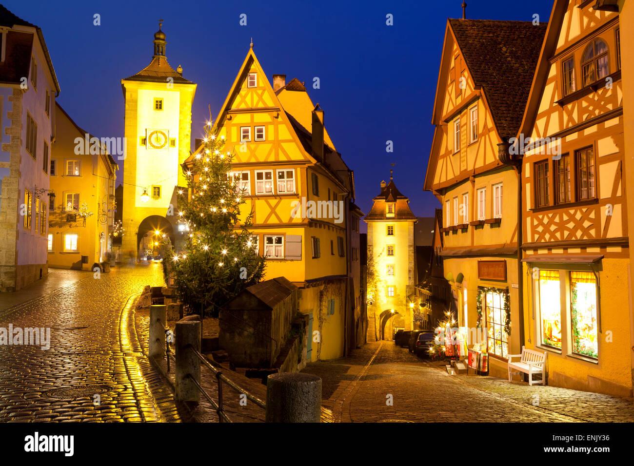 Weihnachtsbaum am Plonlein, Rothenburg Ob der Tauber, Bayern, Deutschland, Europa Stockbild