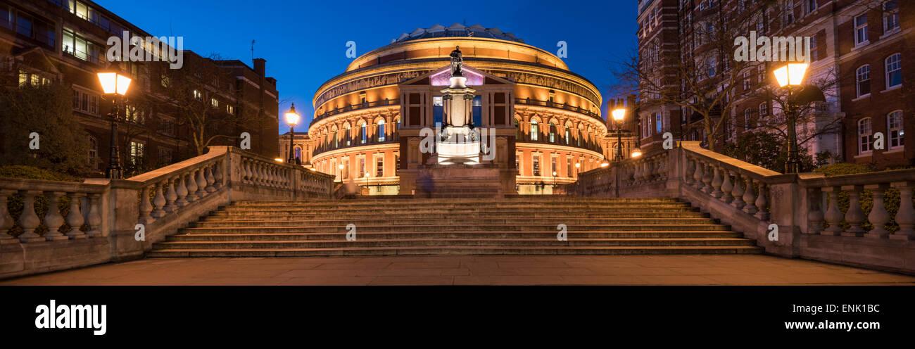 Außenseite der Royal Albert Hall in der Nacht, Kensington, London, England, Vereinigtes Königreich, Europa Stockbild