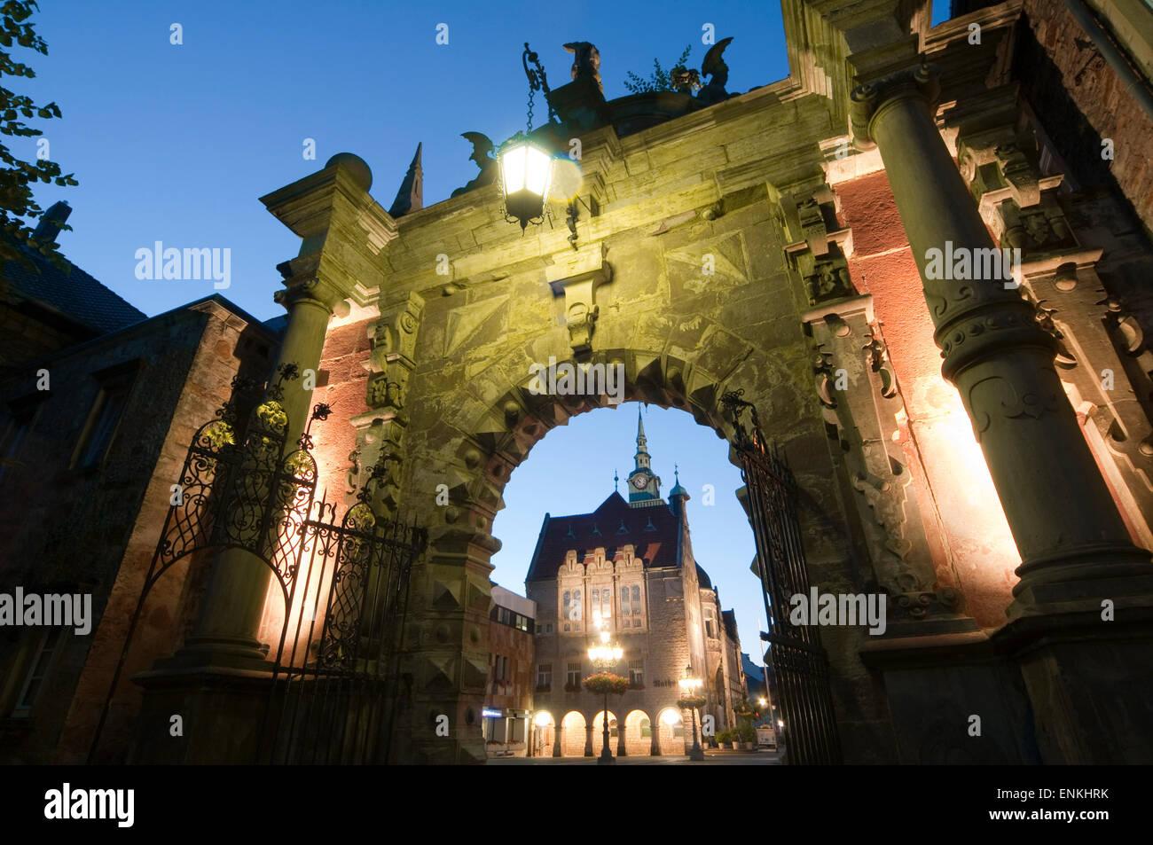 Großes Tor, Schloss Bueckeburg in der Abenddämmerung, Weserbergland, Niedersachsen, Deutschland Stockbild