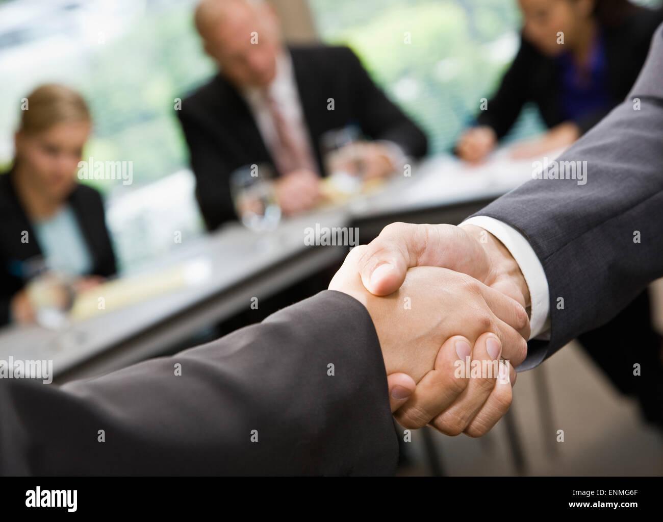 Kommunizieren und Händedruck Stockfoto