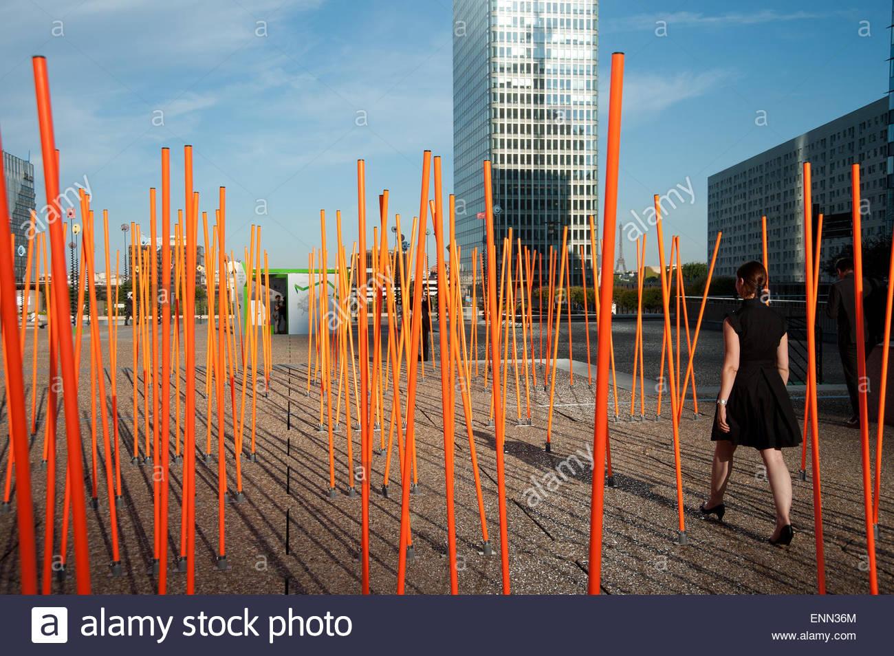Paris, La Défense, Experimentielle Stadtmöblierung Stockbild