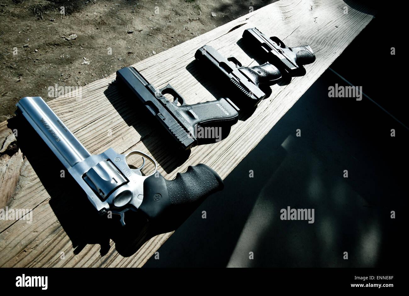 Kanonen auf dem Schießplatz. Stockbild