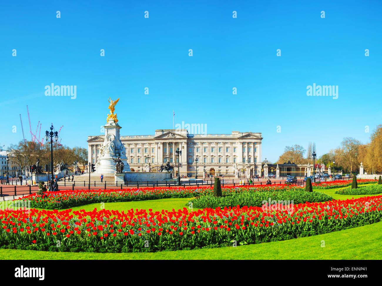 Buckingham Palast Panorama Übersicht in London, Vereinigtes Königreich an einem sonnigen Tag Stockbild