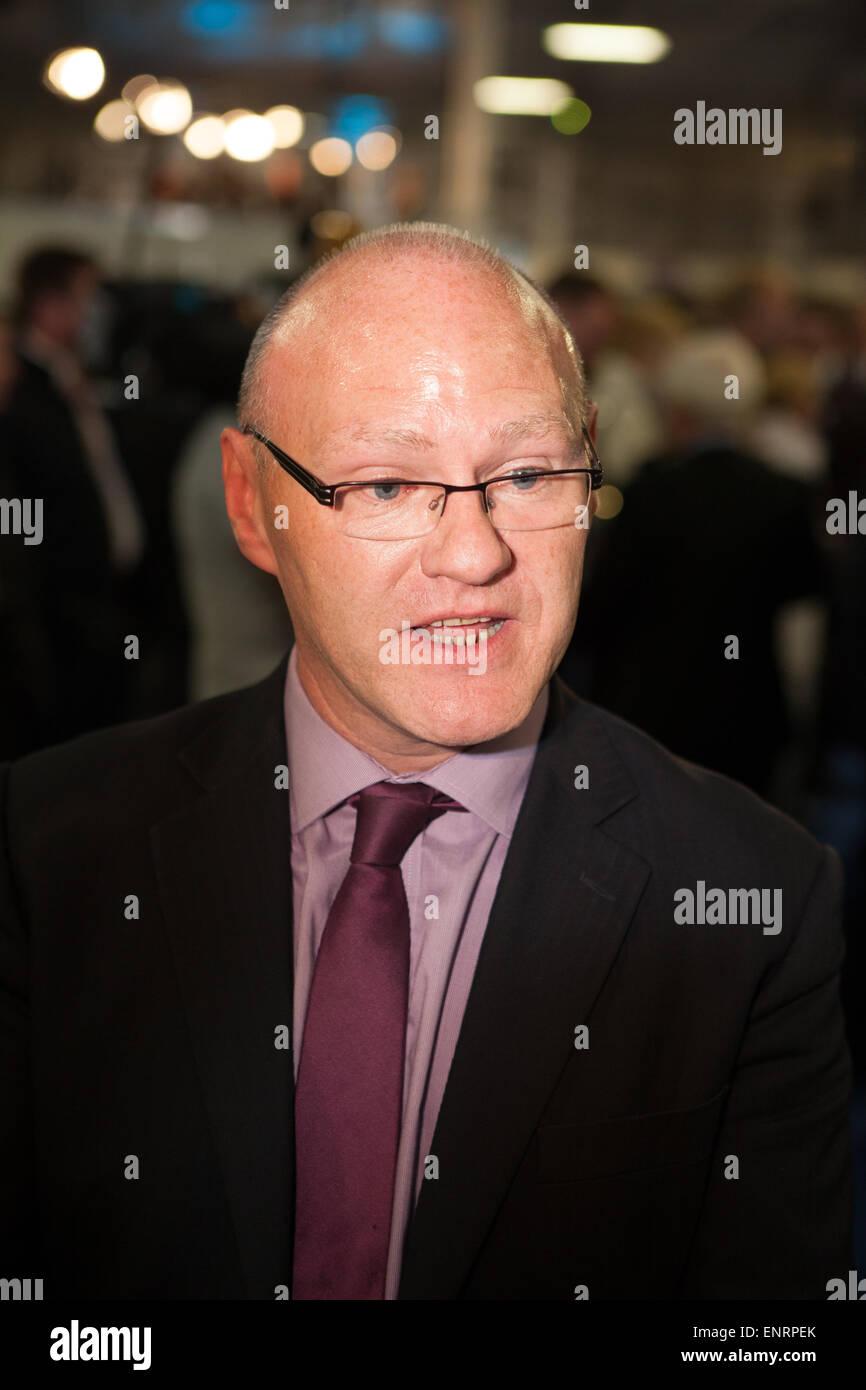 Belfast UK. 7. Mai 2015 Parlamentswahl: Paul Maskey (Sinn Féin), Sean für Belfast West mit einem Over Stockbild