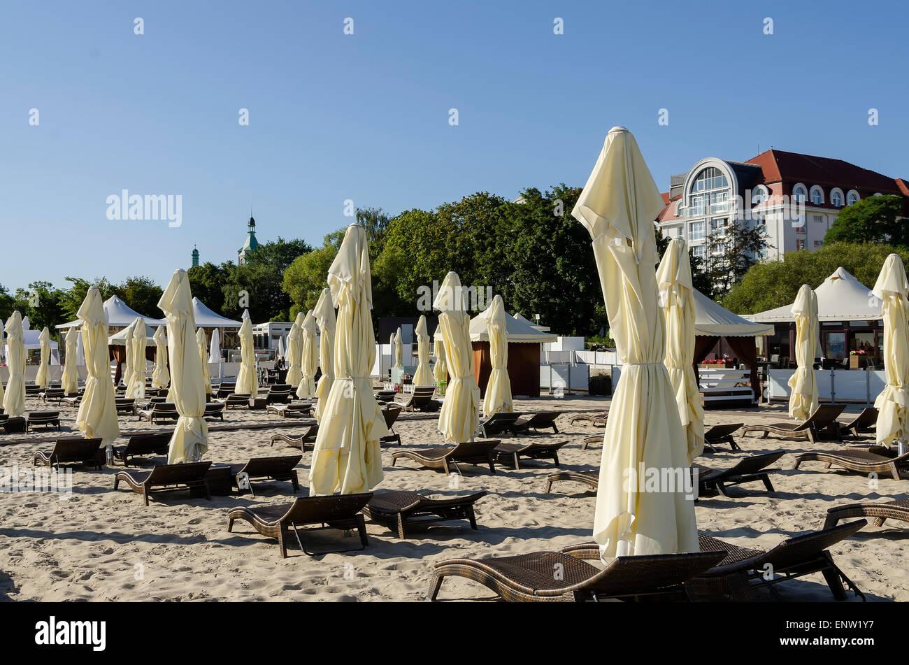 Sonnenschirme am Ostsee touristischen Strand Ziel Sopot-Polen-Nordeuropa Stockbild