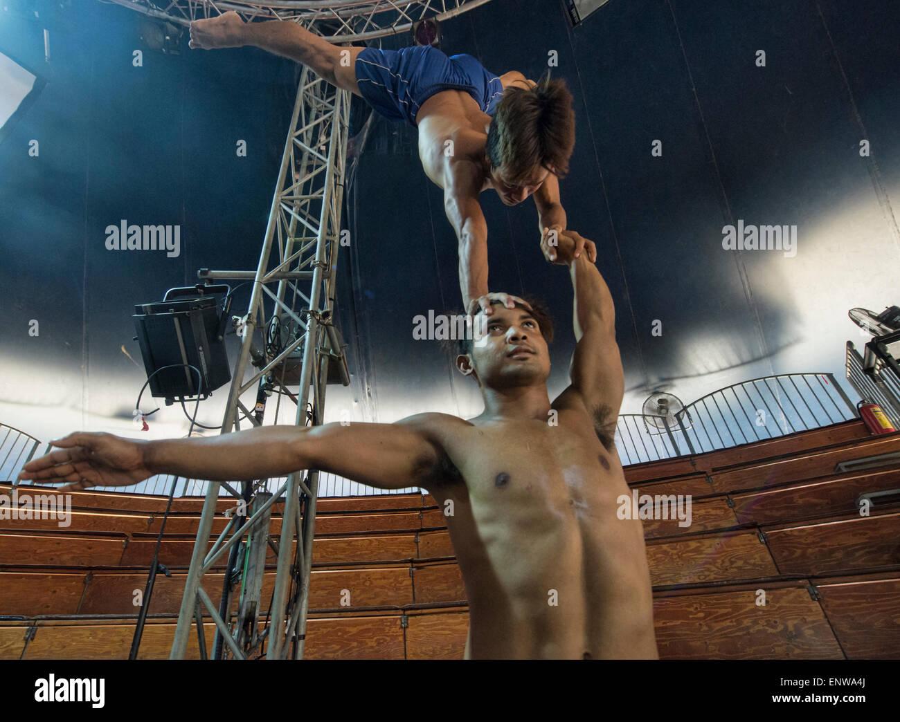 Akrobatisches Talent im Phare kambodschanische Zirkus, Siem Reap, Kambodscha Stockbild