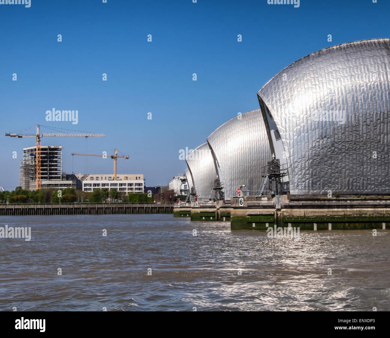 River Thames Barrier Hochwasserabwehr schützt die Hauptstadt vor Überschwemmungen durch Hochwasser und Stockbild